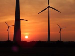 Windrad und Sonne