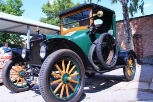 Der Ford T holte 22 PS aus 2900 ccm Hubraum und fuhr 1918 auf Holzspeichenrädern über das Pflaster!