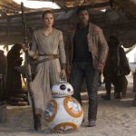 Szenenbild aus Star Wars VII: The Force Awakens Rey (Daisy Ridley) und Finn (John Boyega) | Ph: David James / © 2015 Lucasfilm Ltd. & TM. All Right Reserved.