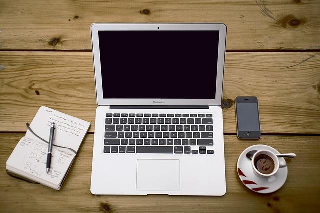 Der typische Arbeitsplatz eines Bloggers - damit lässt sich eine Menge verdienen - mit den richtigen Partnern... | Unsplash / Pixabay