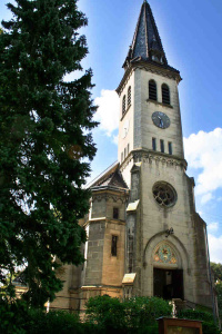 Kirche Weissenbach ad 2007, noch mit einem der uralten Begleiter | © zib