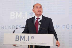 Innenminister Sobotka verkündet das vorläufige Endergebnis der Bundespräsidentenwahl 2016    |    © BMI/Dietrich