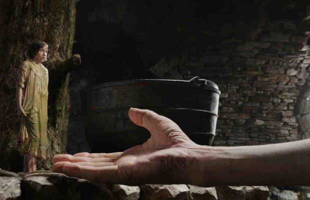 Kann Sophie (Ruby Barnhill) dem Riesen (Mark Rylance) wirklich vertrauen? | © 2016 Constantin Film Verleih GmbH