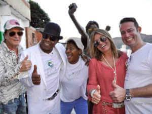 """Tito Jackson dreht """"Winning by Giving"""" in den Favelas von Rio"""