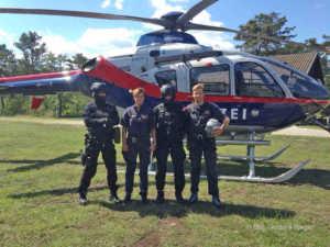 Cobra-Beamte zeigten gemeinsam mit der Flugpolizei bei einer Vorführung ihr Können. | © BMI / Andrea Rieger