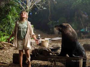 Die elfjährige Nim (Abigail Breslin) lebt mit ihrem Vater, dem Meeresbiologen Jack auf einer einsam entlegenen Pazifikinsel | Foto: ORF/Universal.