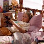 Nim vergöttert Alex Rover, den vermeintlichen Autor ihrer Lieblingsromane - wenn sie wüsste ...   Foto: ORF/Universal