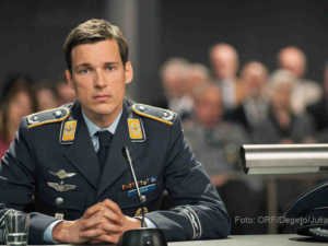 Held oder Mörder? Florian David Fitz als Angeklagter Lars Koch | Foto: ORF/Degeto/Julia Terjung