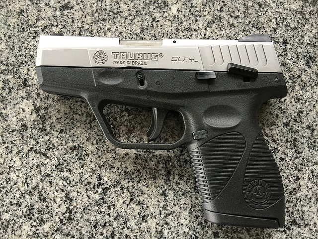 pistole 1486289459