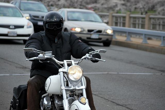 motorradfahrer 1489413578