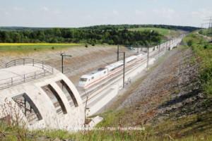 Testfahrt des ICE S im Bereich des Tunnel Bleßberg mit seinen Schallschutzhauben | © Deutsche Bahn AG / Foto: Frank Kniestedt