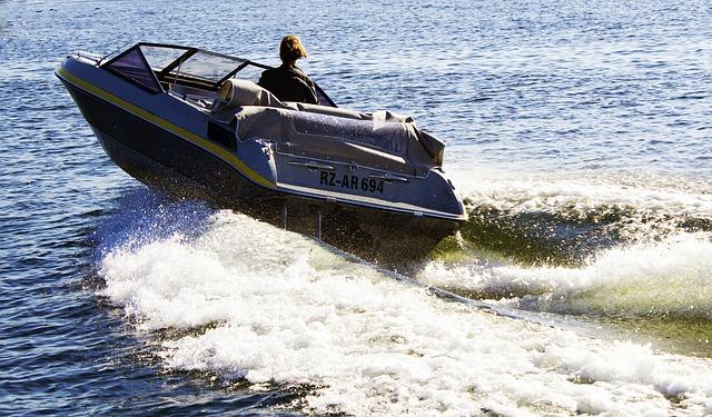 Motorboot 1503138681