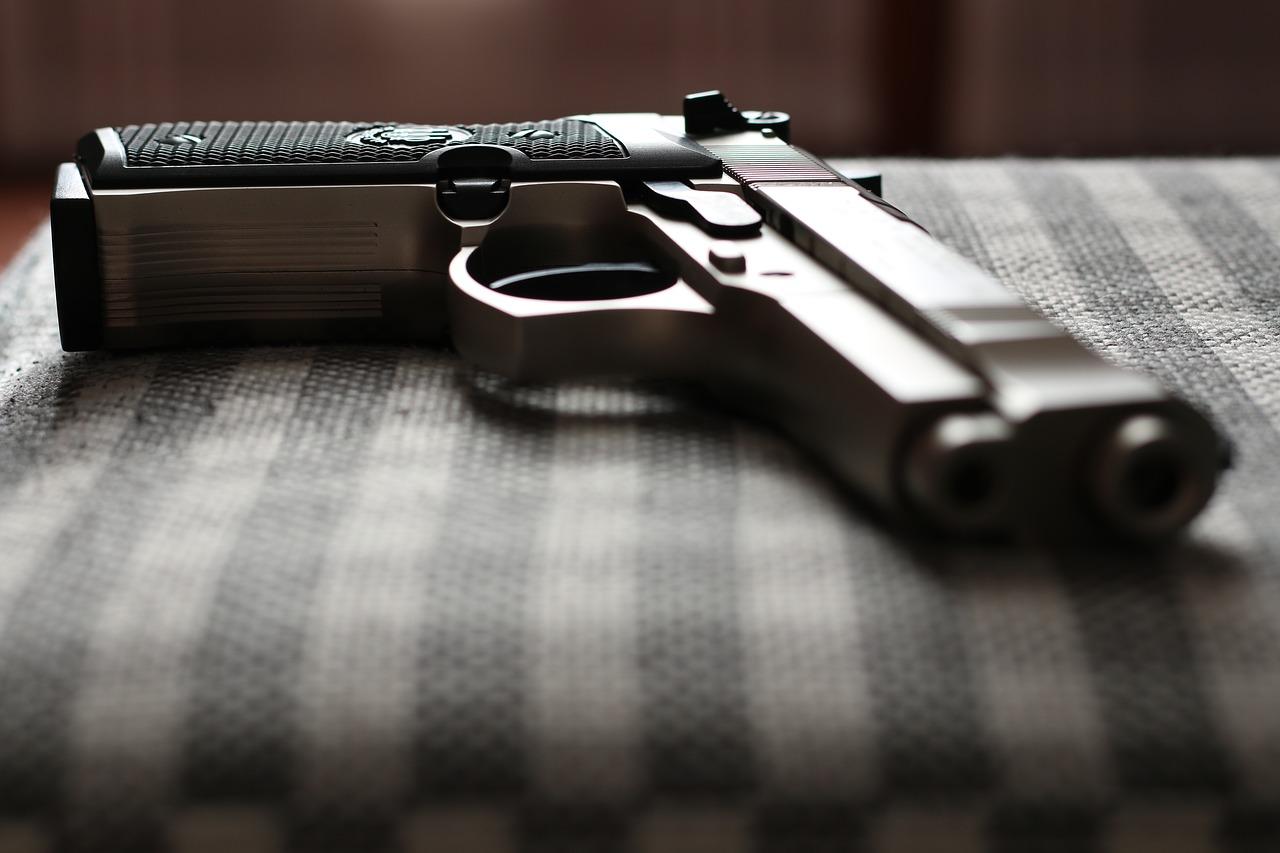 pistole 1507366446