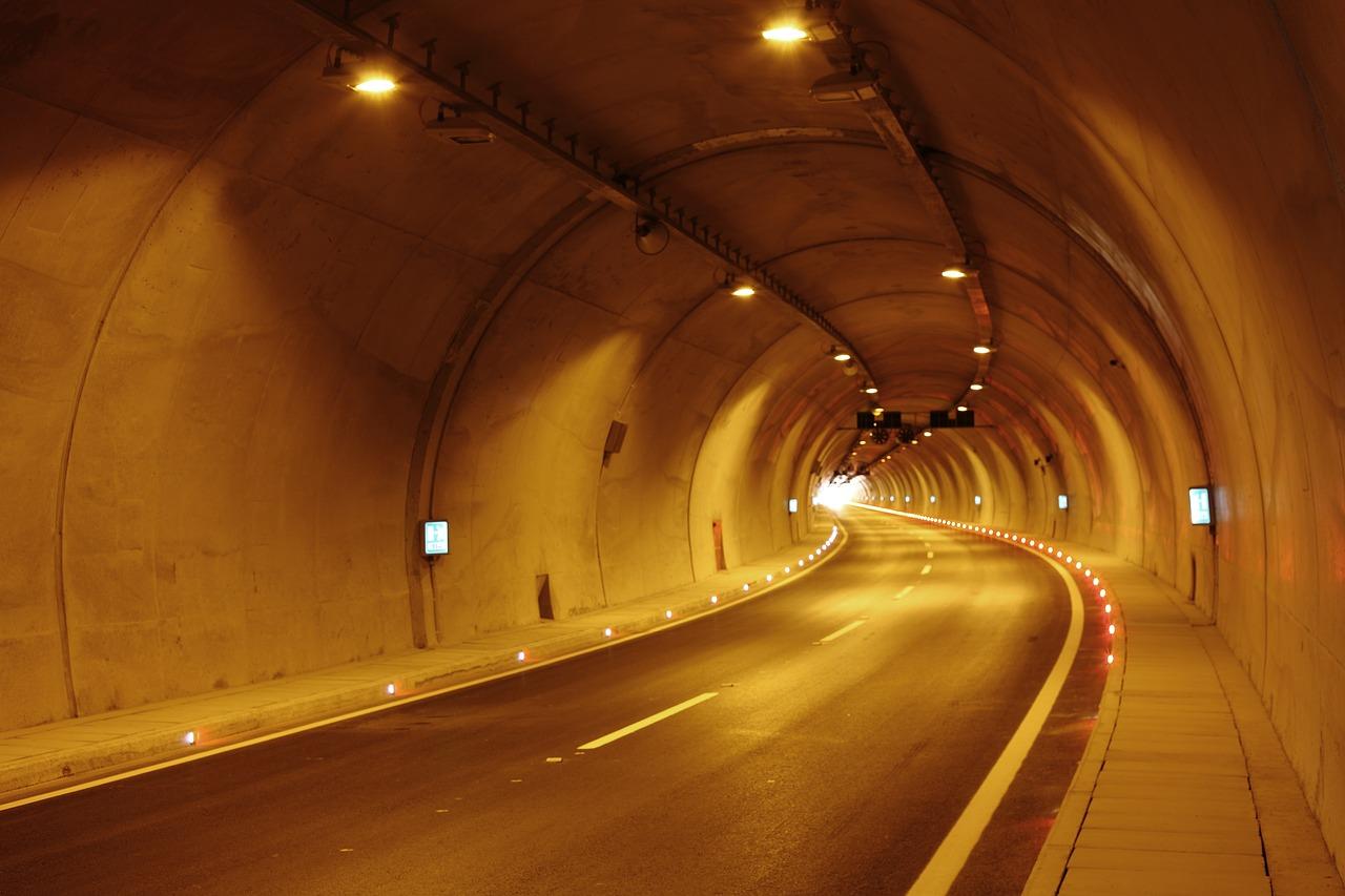 Tunnel 1512989396