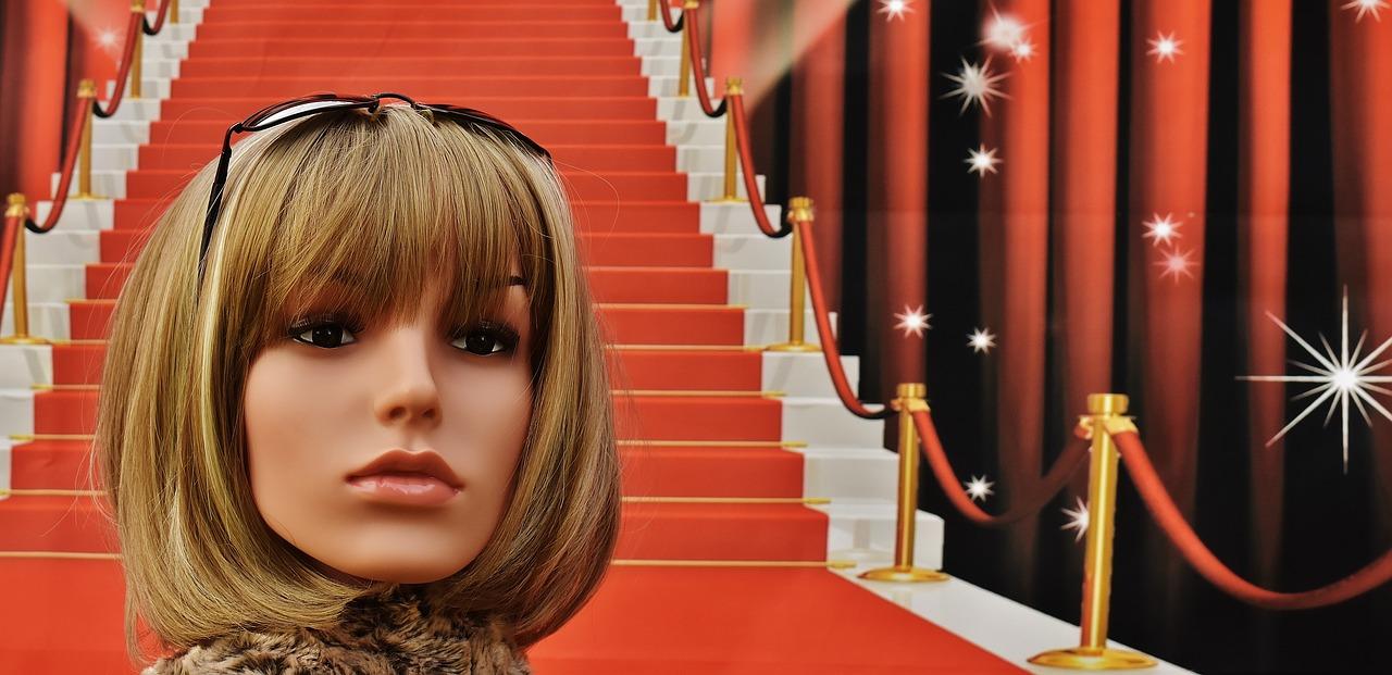 Roter Teppich auf Treppe