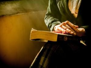 bibel 1555865772