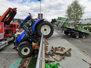 VU mit Traktor und Hänger 6.5.21   Foto: HBI Ing. Anton Durst