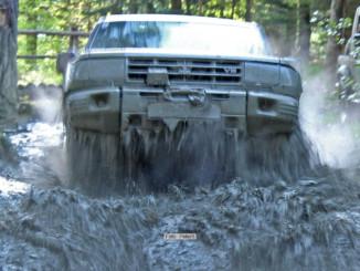 Auto und Hochwasser